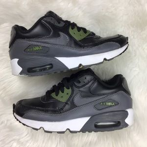 NIKE Air Max Boys / Youth Size 4